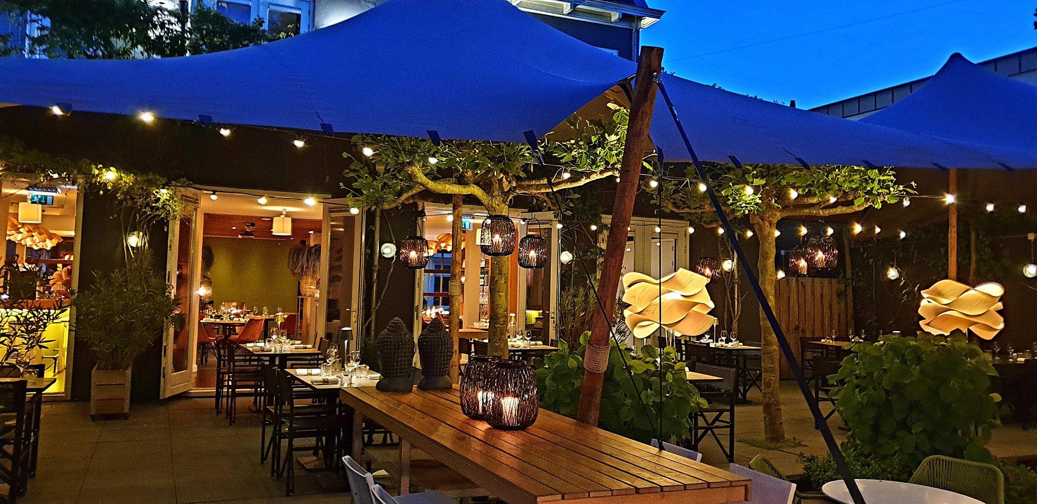 tuin overzicht richting restaurant
